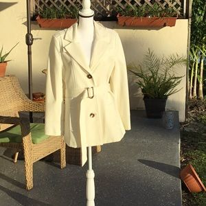 Immaculate elegant ivory coat.